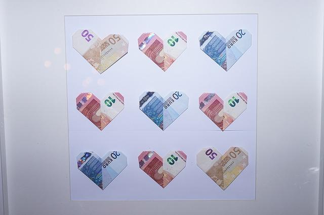Durch die kleine Finanzspritze in der Spardose kann das Brautpaar seinen individuellen Sparzielen bald näher kommen