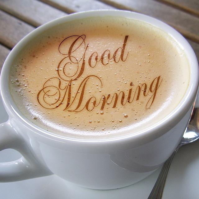 Ein personalisiertes Kaffee-Set ist optisch ansprechend, alltagsbezogen und individuell zugleich