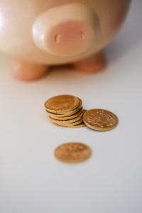 Geldgeschenke lassen sich gut in Spardosen arrangieren