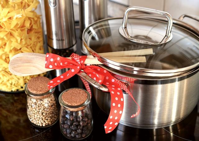 Zusammen verschenkt mit der Kochschürze macht der Koch- oder Essensgutschein einiges her