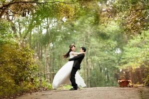 Die persönliche Gravur mit Namen und Datum erinnert an den Hochzeitstag